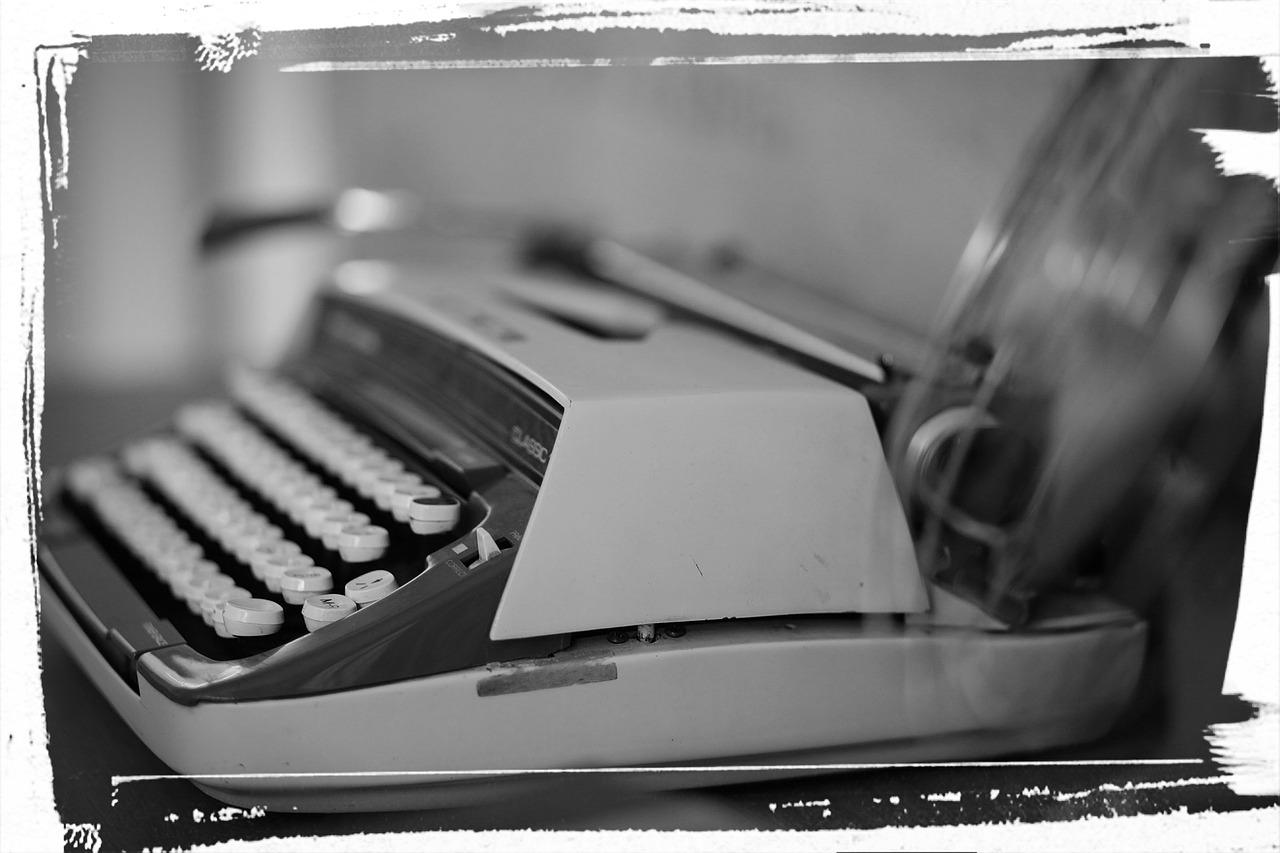 typewriter-751566_1280